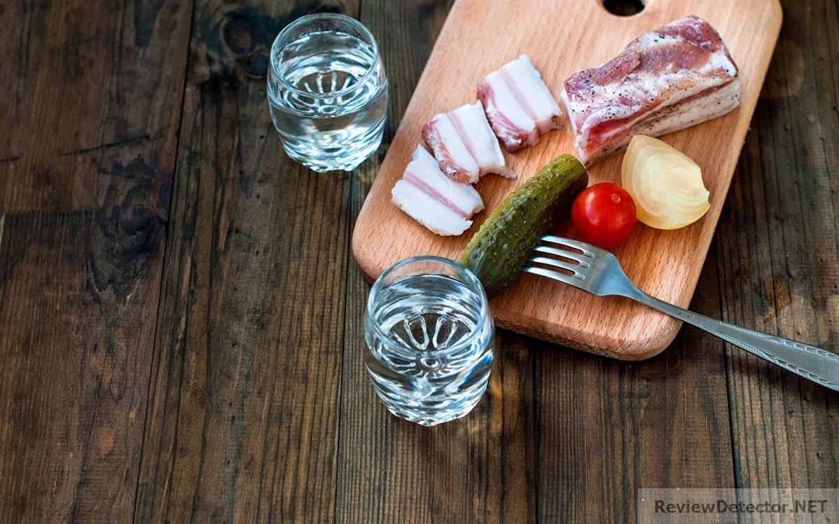 Vodka_Cucumbers_Tomatoes_495250_1680x1050.jpg